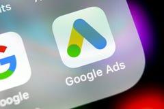 Symbol för Google annonsAdWords applikation på närbild för skärm för Apple iPhone X Den Google annonsen uttrycker symbolen Google royaltyfri bild