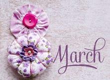 8 symbol för mars Diagramet av åtta gjorde av knappar Lycklig internationella kvinnors dagdesign Arkivbilder