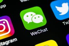 Symbol för Wechat budbärareapplikation på närbild för skärm för smartphone för Apple iPhone X Symbol för Wechat budbärareapp ansl Arkivfoton
