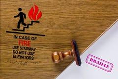 Symbol im Falle der Feuergebrauchs-Treppenweise Lizenzfreies Stockfoto
