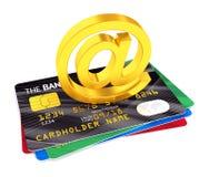 Am Symbol und an den Kreditkarten Stockbilder