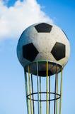 Symbol wielka piłka blisko stadionu futbolowego Obraz Stock