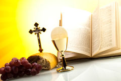 Symbolchristentumsreligion, heller Hintergrund, gesättigtes conce lizenzfreie stockbilder