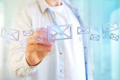 Symbole bleu d'email montré sur un fond de couleur - rendu 3D Photographie stock