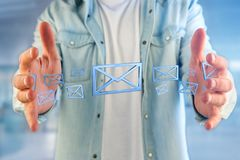 Symbole bleu d'email montré sur un fond de couleur - rendu 3D Images stock