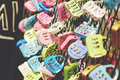 Symbole coloré de serrures de l'amour Images stock