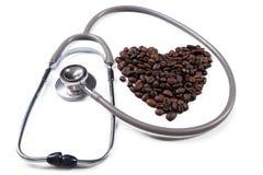 Symbole d'amour avec le stéthoscope et le café Photos libres de droits