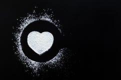 Symbole d'amour de coeur sur le tableau noir Photos libres de droits
