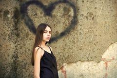 Symbole d'amour de peinture et de fille de jet Photos libres de droits
