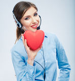 Symbole d'amour de prise d'opérateur de centre d'appels de femme de Saint Valentin r Photographie stock libre de droits