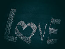 Symbole d'amour sur le tableau noir Images stock