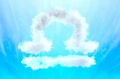 Symbole d'astrologie en matériel de nuage - Balance photo libre de droits