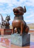 Symbole de chien de sculpture en bronze du zodiaque chinois Images stock