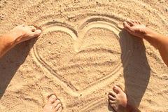 Symbole de coeur en sable Photo stock