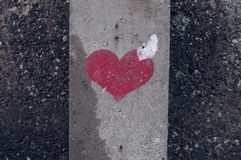 Symbole de coeur peint sur un mur en béton Photographie stock libre de droits