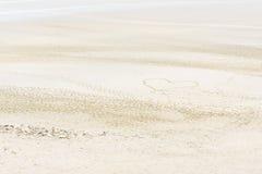 Symbole de coeur sur la plage Images stock