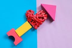 Symbole de flèche de coeur sur un fond de ton de duo Photos libres de droits