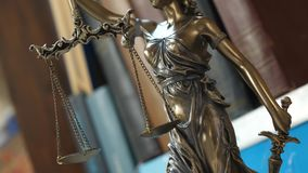 Symbole de justice avec des livres banque de vidéos