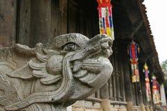 Symbole de l'Orient de dragon dans une pagoda photos libres de droits