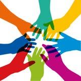 Symbole de l'union avec plusieurs mains colorées qui sont étirées en étoile illustration stock