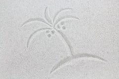 Symbole de paume sur le sable, carte postale de vacances Photographie stock