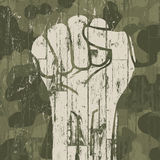 Symbole de poing (révolution) sur le fond de camouflage de militaires Photo libre de droits