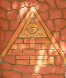 symbole de Ra-oeil dans la pyramide Photos stock