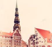 Symbole de Riga, de vieille horloge sur St Peter et de x27 ; église de s Photo stock