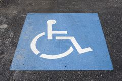 Symbole de stationnement d'handicap Photos stock
