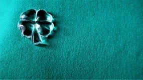Symbole de trèfle de quatre feuilles d'un jour de St Patrick images stock