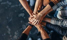 Symbole de travail d'équipe, de coopération et d'unité photos stock