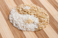 Symbole de Yin yang fait de riz Photos stock