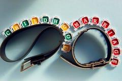 Symbole der schlechten Kindheit und der schlechten Heirat Lizenzfreies Stockfoto