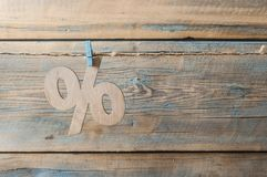 symbole des pour cent sur le fond en bois Photographie stock libre de droits