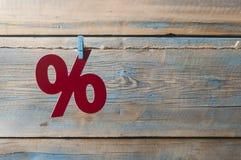 symbole des pour cent sur le fond en bois Image stock