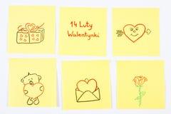 Symbole des Valentinsgruß-Tages gezeichnet auf Papier, polnische Aufschrift am 14. Februar Valentinsgrüße, Symbol der Liebe Stockbilder