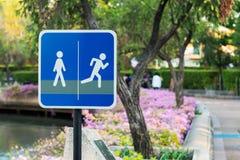 Symbole dla jeździć na rowerze w parku fotografia stock