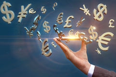 Symbole Dollar von Europfund und Yuan fliegen aus Mobile heraus Lizenzfreie Stockfotografie