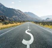 Symbole du dollar sur la route sans fin, financière Image libre de droits