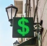 Symbole du dollar sur un panneau de diode photographie stock