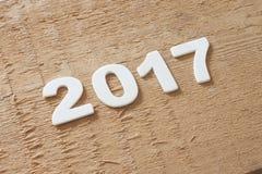 Symbole du numéro 2017 sur la texture en bois Images libres de droits
