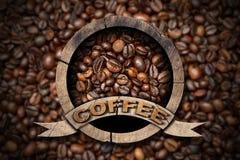 Symbole en bois avec des grains de café Photos libres de droits
