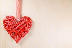 Symbole en bois décoratif de coeur Photographie stock libre de droits