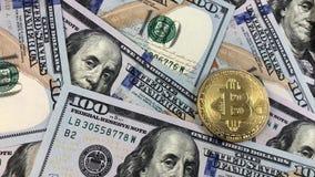 Symbole et argent de Bitcoin banque de vidéos