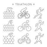 Symbole linéaire de triathlon Le vecteur figure des triathletes Photos libres de droits