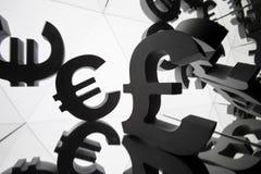 Symbole monétaire d'euro et de livre avec beaucoup d'images reflétantes images stock