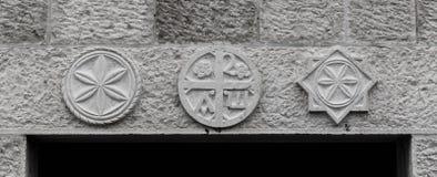 Symbole nad drzwi obraz stock
