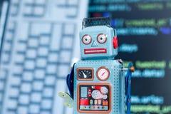 Symbole pour un chatbot ou un bot social et algorithmes, code de programme à l'arrière-plan image libre de droits