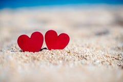 symbole romantique de deux coeurs Images libres de droits