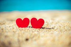 symbole romantique de deux coeurs Photographie stock